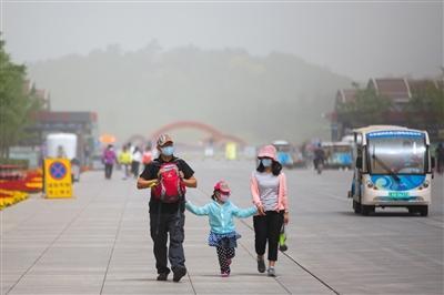 昨日北京大部地区PM10破2000 今晚沙尘开始撤离