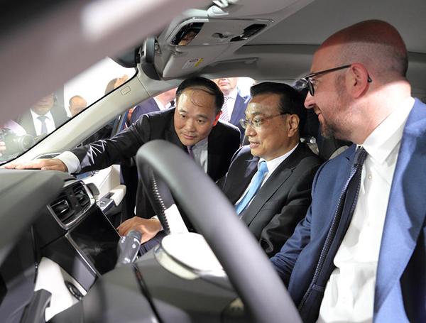 """这辆汽车""""牛""""在哪,李克强和比利时首相同时登乘体验?"""
