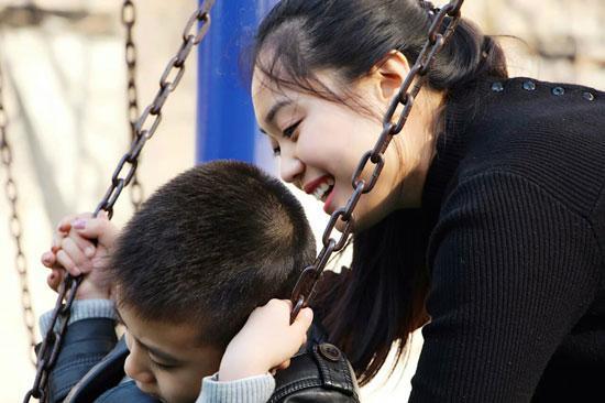 """女子办自闭症学校遭质疑 父母曾认为其""""走火入魔"""""""