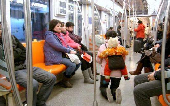 """""""地铁丐帮""""组千人群共享乞讨信息 遍布全国"""