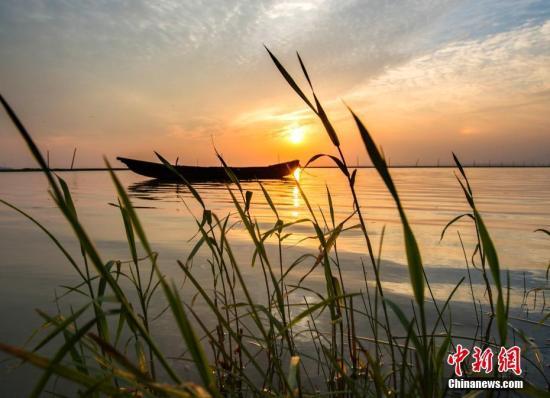 洞庭湖鄱阳湖枯水期提前 滥采乱挖非法排污加剧