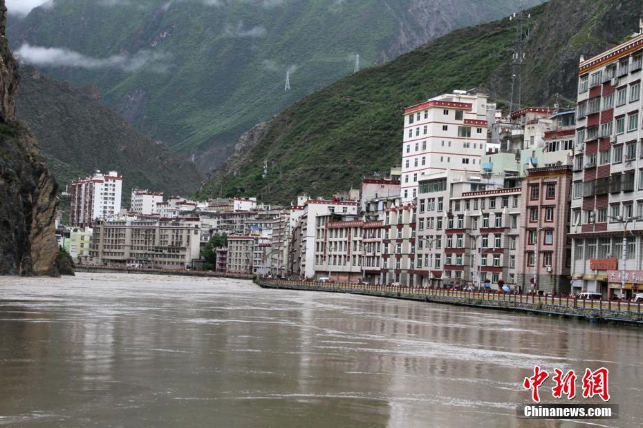 四川丹巴60年一遇洪灾致3万余人受灾